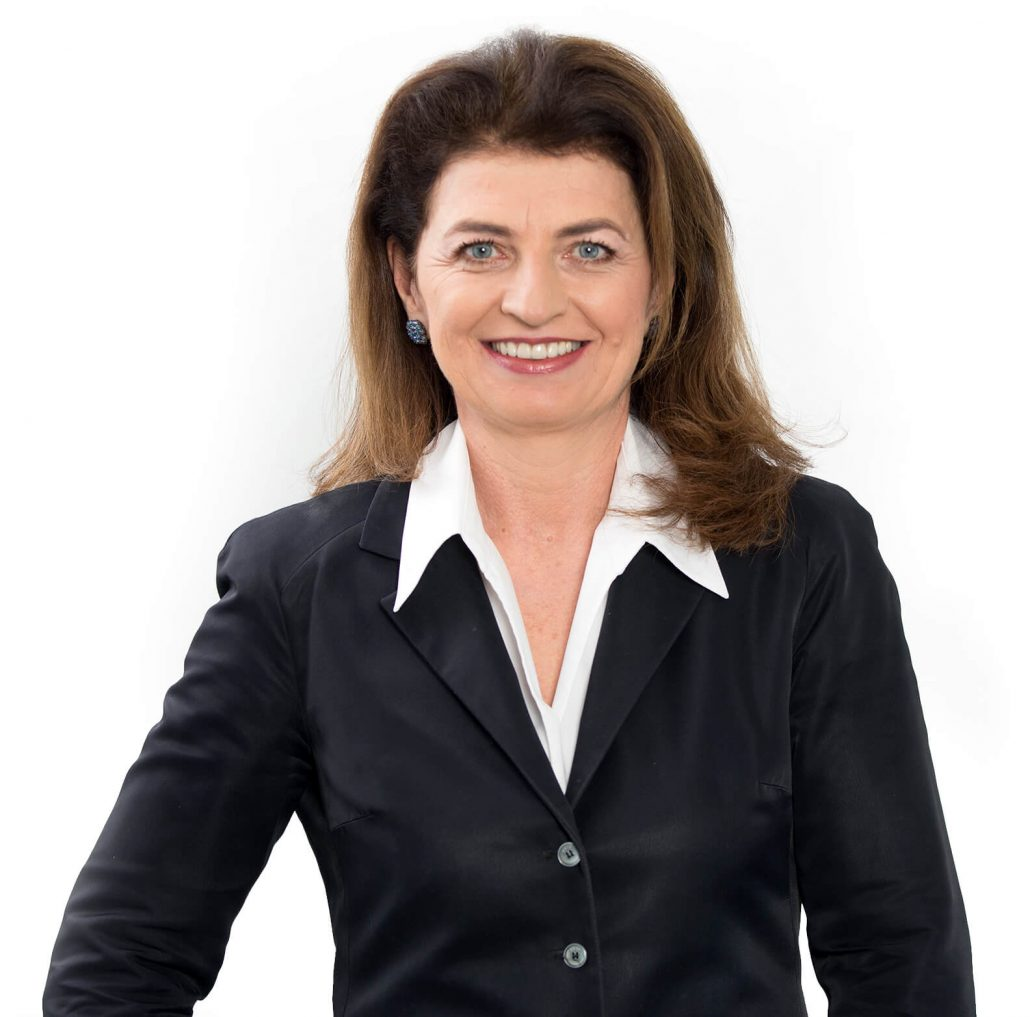Monika Forstinger mit baluer Jacke
