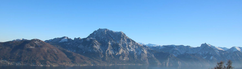 Traunstein und Traunsee mit Gebirge